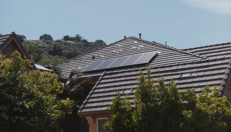 How to take advantage of the solar tax credit before it's too late
